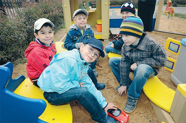 Дети, песочница
