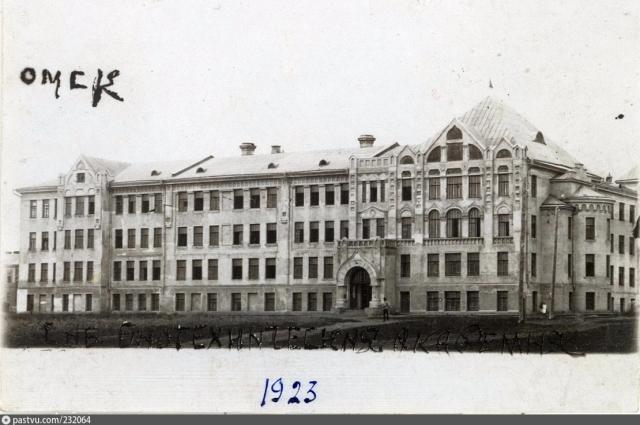 Здание Омского государственного аграрного университета. Здесь преподавал Павлов.