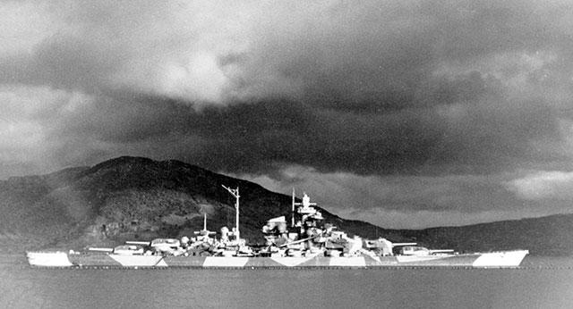 «Тирпиц» в норвежском Альтен-фьорде, около 1943-1944 гг.