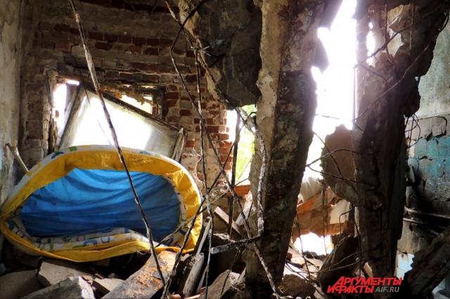 <p>Рухнувшие перекрытия погребли под собой и личные вещи жильцов