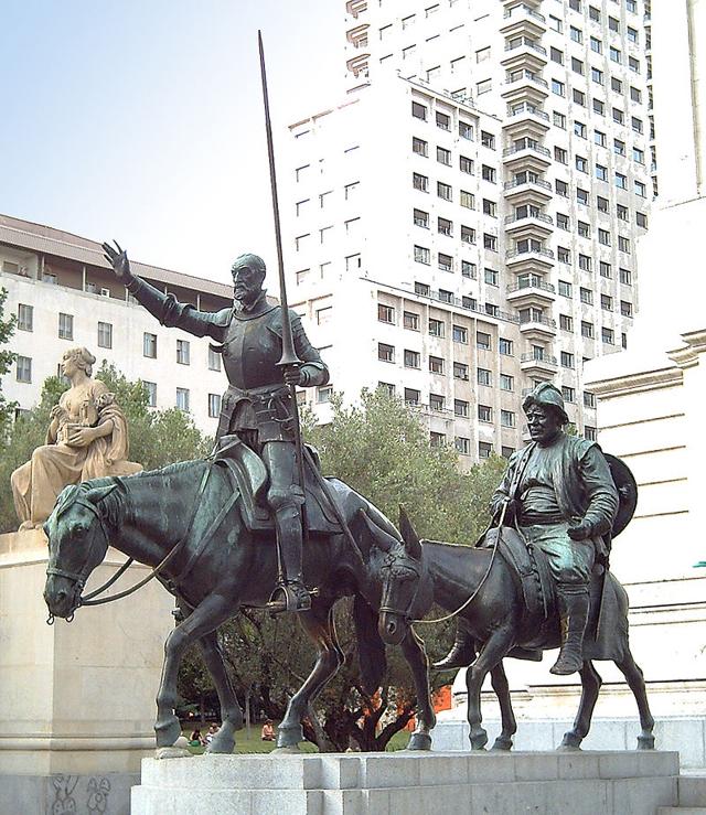 Дон Кихот и Санчо Панса. Памятник Сервантесу в Мадриде.