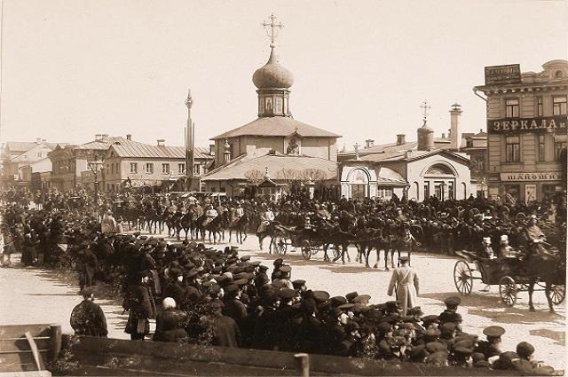 Гребневскую церковь, стоявшую на углу Мясницкой и Лубянской  площади, «подмяла под себя» первая ветка столичного метро.