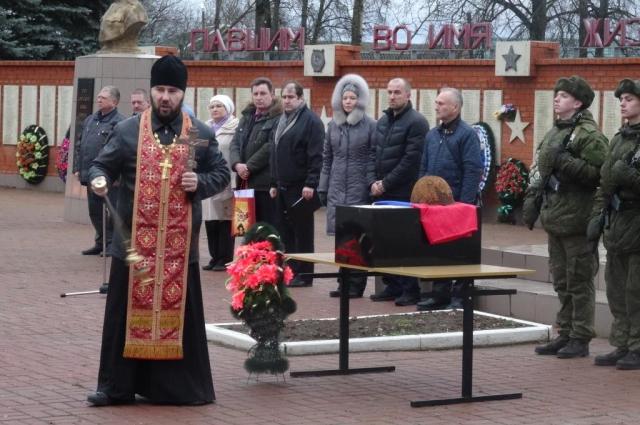 На церемонию прощания с Геннадием Савельевым 24 декабря 2015 года пришло много нижегородцев.