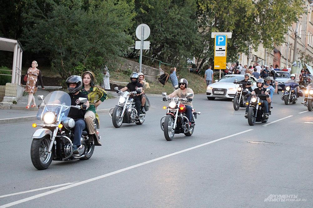 Мотоциклисты проехались по центру города.