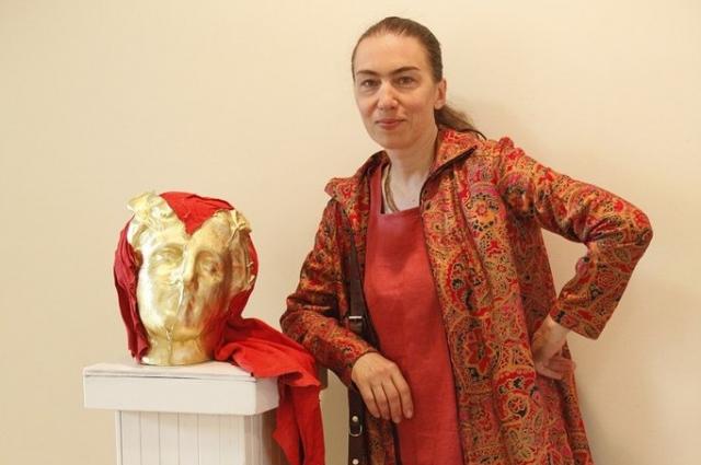 Художница стала известна благодаря своим работам из природных материалов.