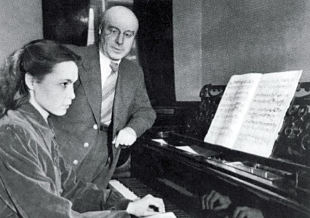София Губайдулина с профессором Г.М.Коганом в Казанской консерватории