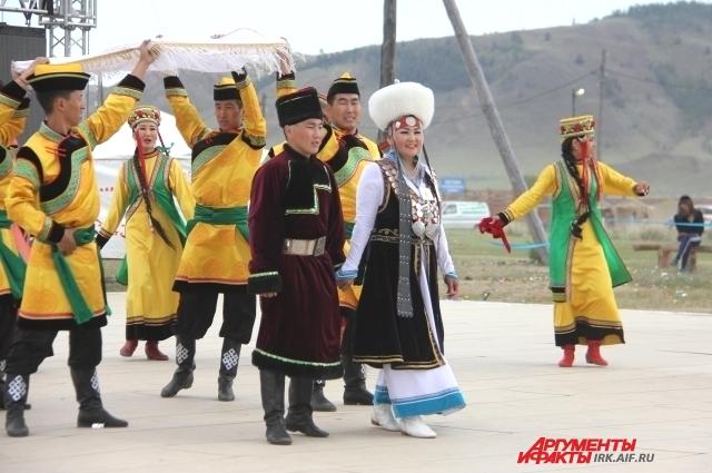 Свадьба стала одним из ярких событий фестиваля.