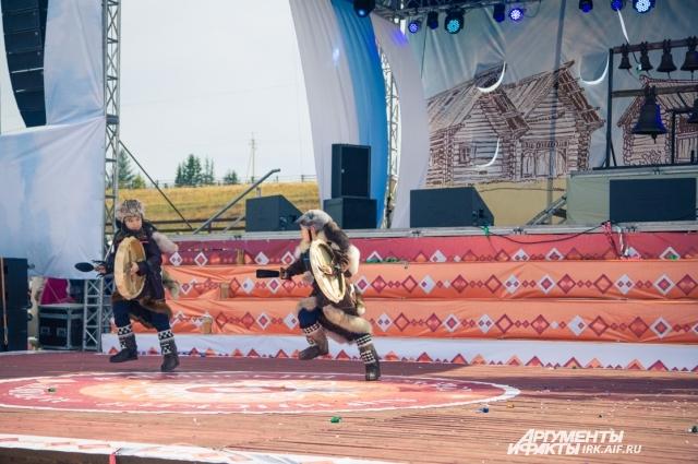 Выступления национальных коллективов украсили этнокультурный фествиаль «Ангинский хоровод».