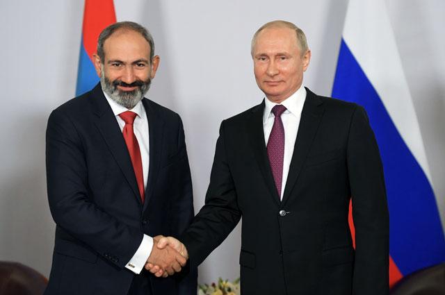 Премьер-министр Армении Никол Пашинян и президент РФ Владимир Путин во время встречи.