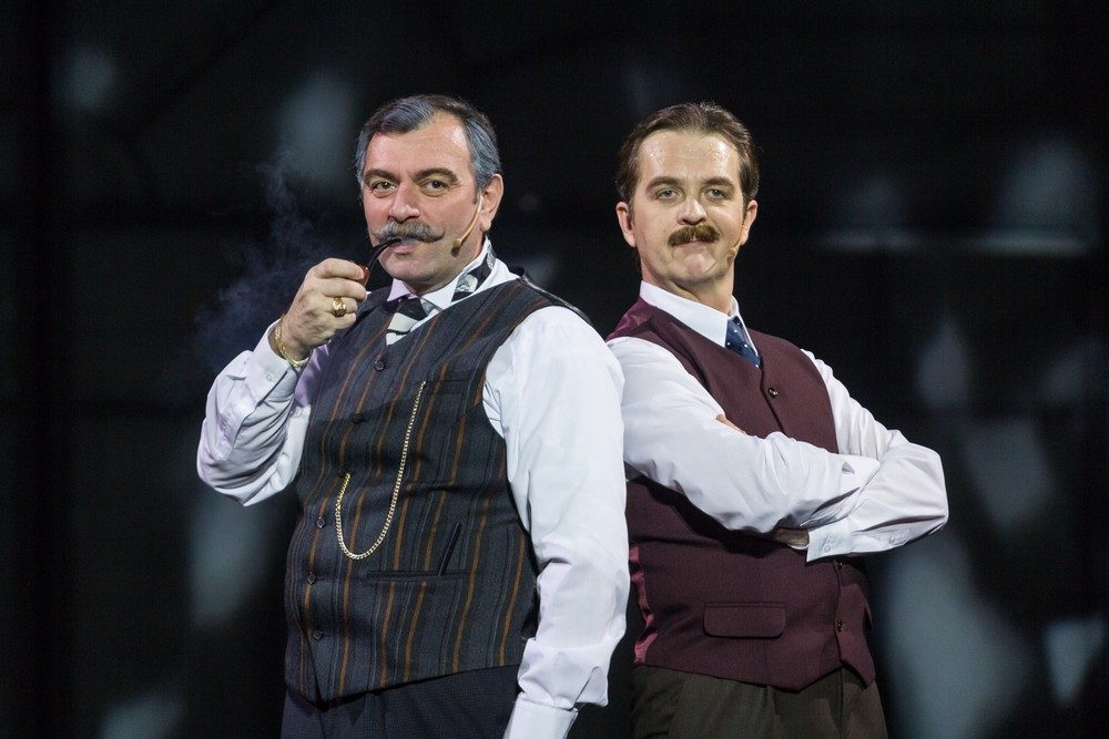 В Ростовском музыкальном театре спектакль-мюзикл «Шерлок Холмс и пляшущие человечки»