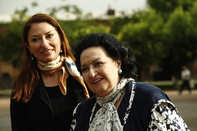 Испанская оперная певица Монсеррат Кабалье и ее дочь Монсеррат Марти. 2013 г.