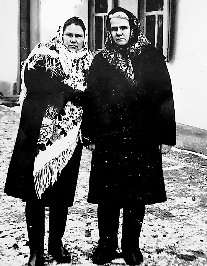 Лидия и её сестра Полина.