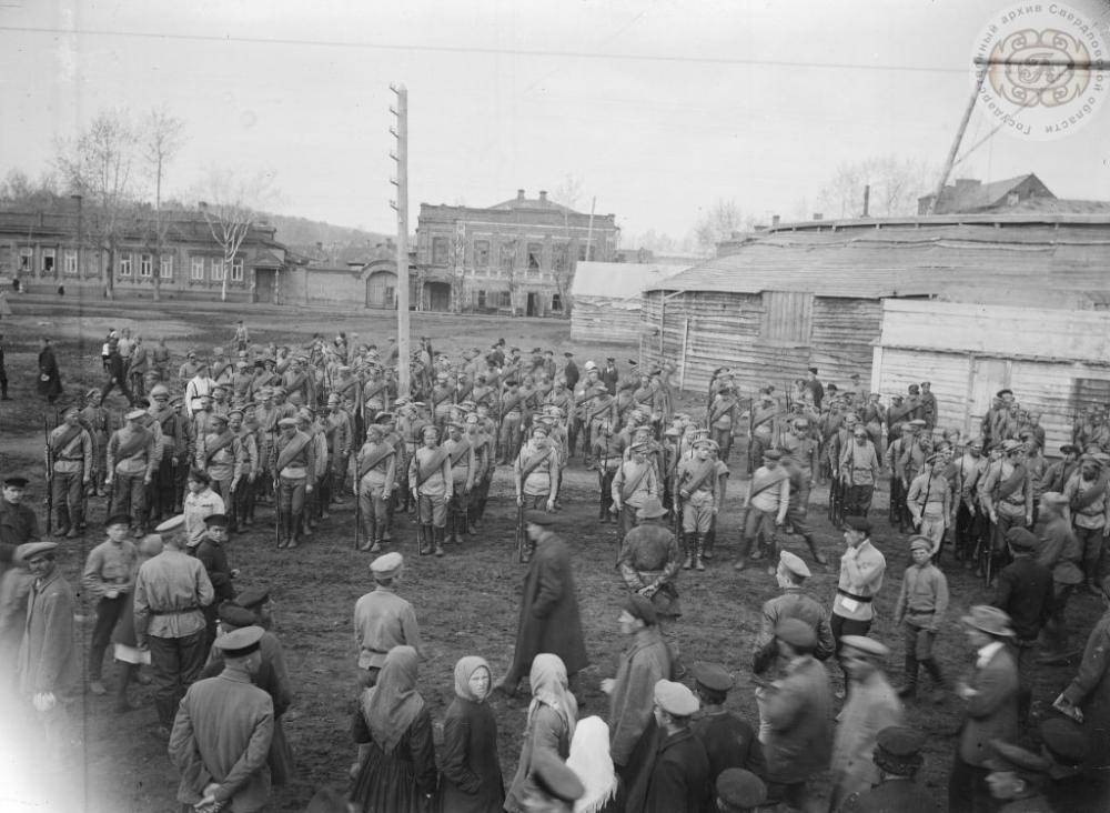 Подготовка к первому параду РККА в Екатеринбурге.
