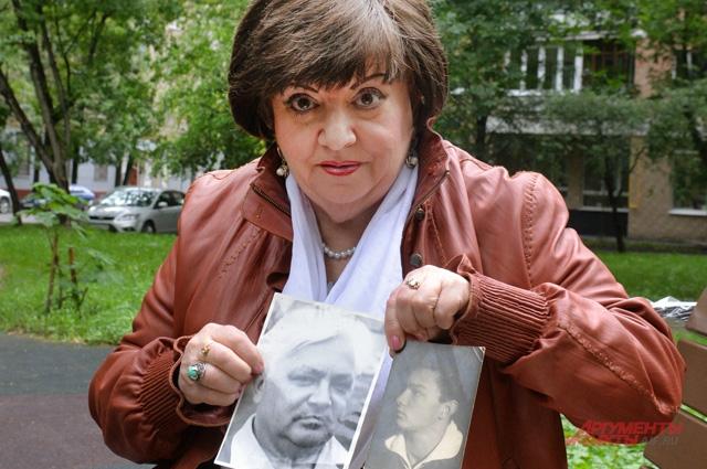 Жительница Свиблова Татьяна Морозова с фотографией отца.
