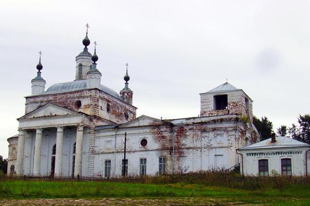 Горбатов словно замер в истории - за столетие здесь мало что поменялось. На фото: Свято-Троицкий собор в Горбатове