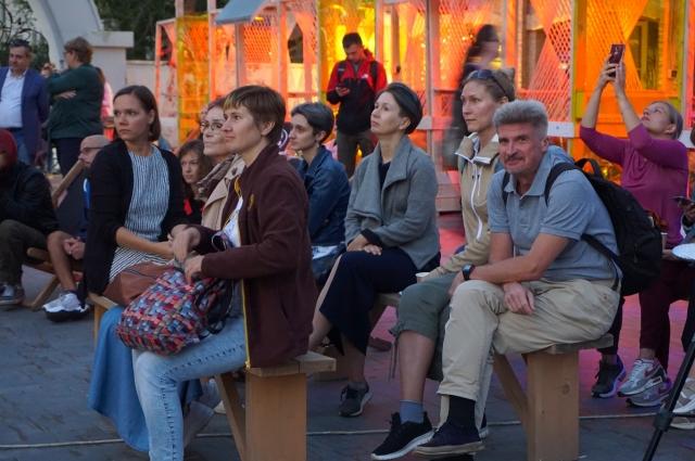 Волонтеры и гости вечера получили удовольствие от музыки, выступлений артистов и общей атмосферы мероприятия