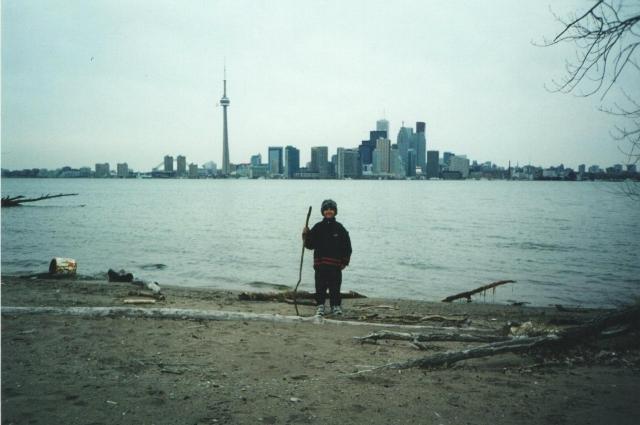 Большую часть детства Илья провёл в Торонто.
