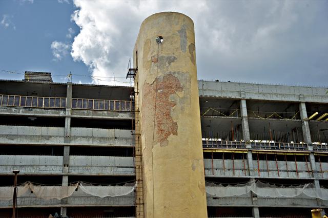 Дом-коммуна, построенный в 1930 году по проекту архитекторов Моисея Гинзбурга и Игнатия Милиниса для работников Народного комиссариата финансов СССР (Наркомфина)