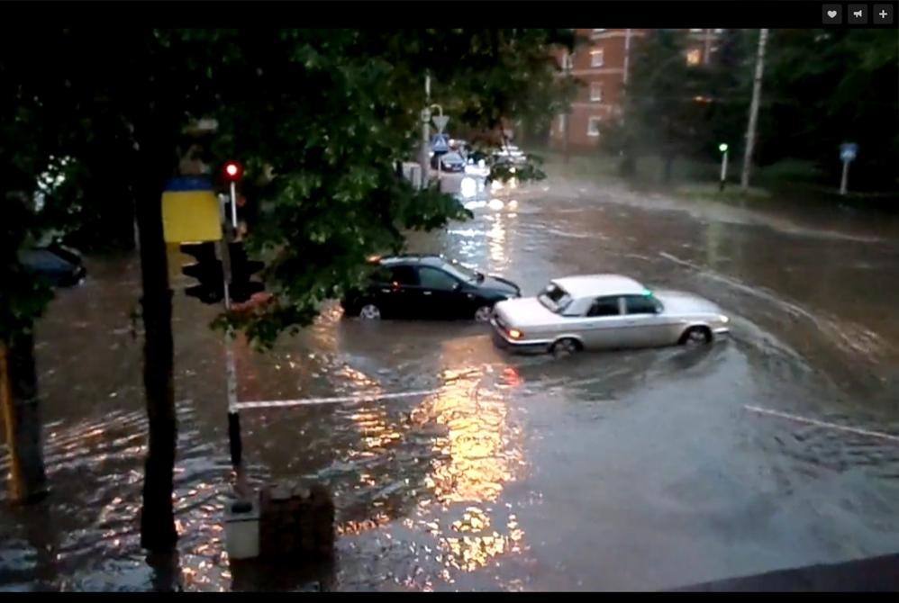 Затопленная 28 мая улица Ленина.