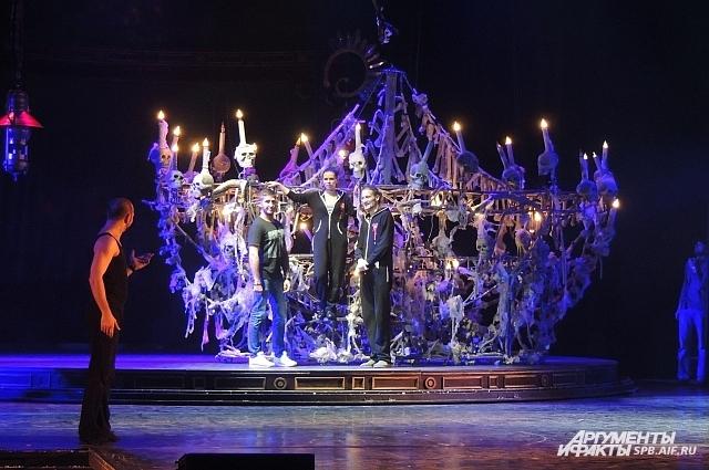 Одна и самых эффектных сцен мюзикла - бал у Воланда.