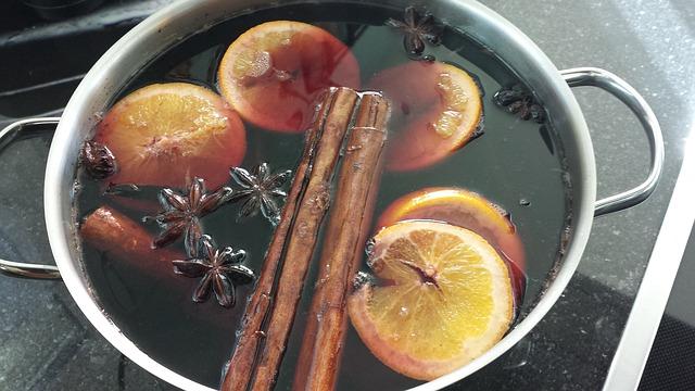 Основой глинтвейна может стать виноградный сок.