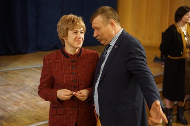 В декларации Николая Благова (на фото справа) подчёркивается, что большая часть его дохода приходится на операции с ценными бумагами.