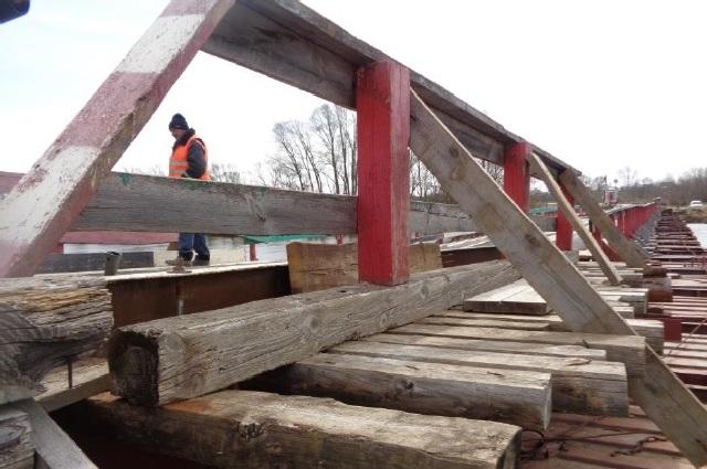 Наплавной мост серез реку Цна