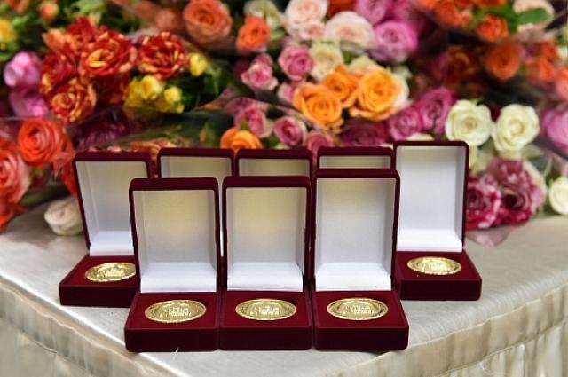 Медали получили 64 выпускника