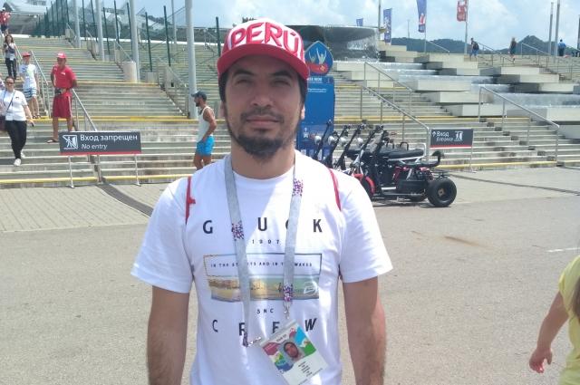 Луис Лостанау болеет за сборную Перу.