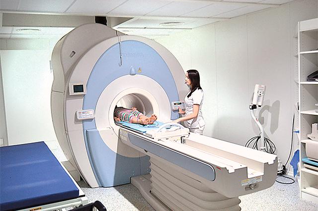 На МРТ можно попасть меньше чем через месяц.