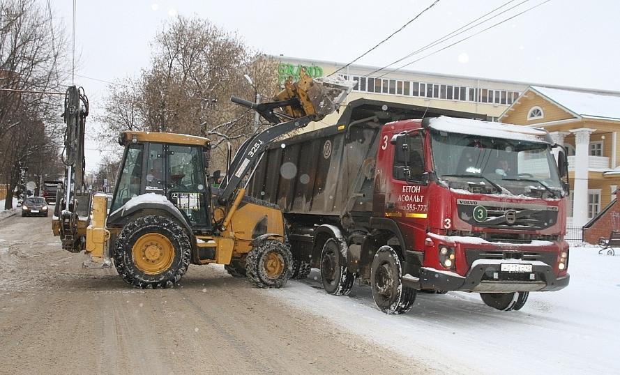 Один из ценных ресурсов в борьбе со снегом - спецтехника.