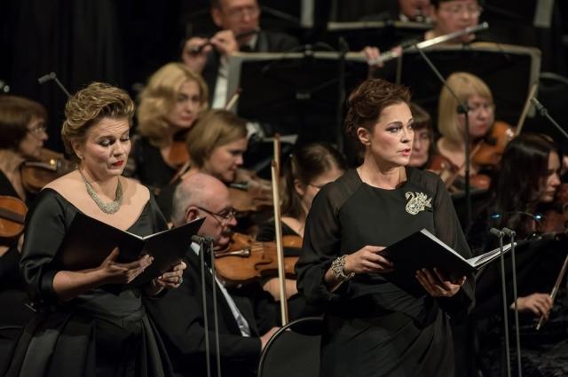 Певцы сравнивают голос Дмитрия Хворостовского с Енисеем - такой же широкий и могучий.