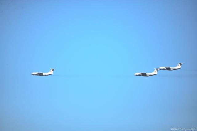 Над Оренбургом пролетело звено из трех военных самолетов