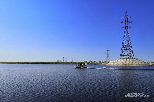 По воде лодка-вездеход может развивать скорость до 90 км/час.