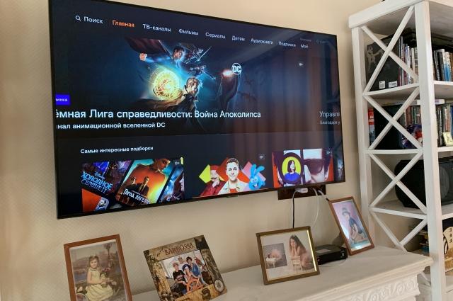 Смотреть фильмы и сериалы можно на телевизоре или на ноутбуке.