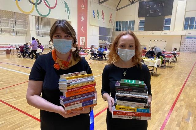 Также в районную библиотеку Увата организаторами проекта была передана серия новых бестселлеров и книг формата нон-фикшн.