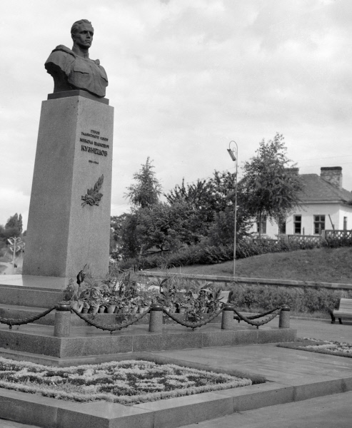 Памятник Николаю Ивановичу Кузнецову в Ровно, 1963 г