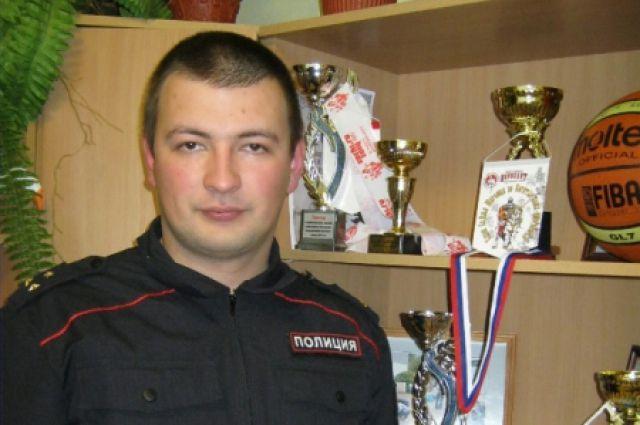 Сотрудник центра временного содержания для несовершеннолетних правонарушителей краевого МВД Антон Васильев.