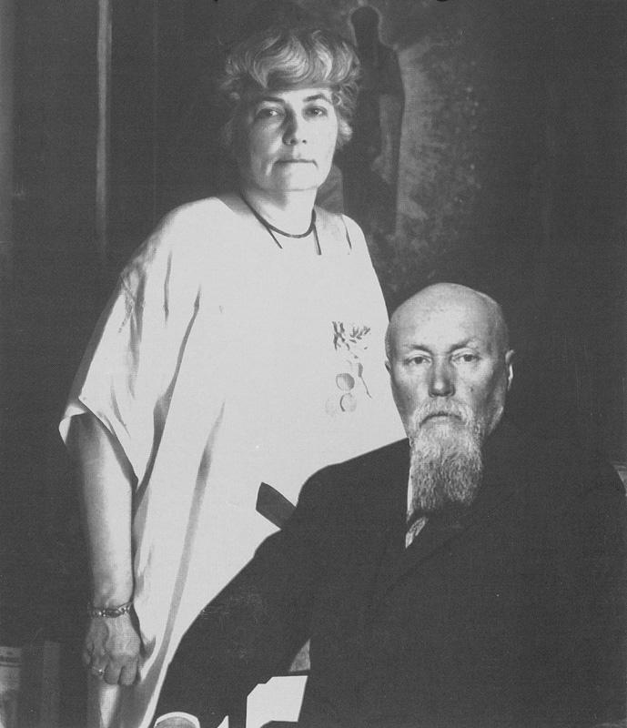 Елена Рерих поддерживала мужа во всех начинаниях.