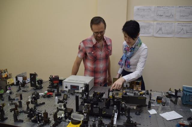 Елена - старший научный сотрудник отдела сверхбыстрых процессов.