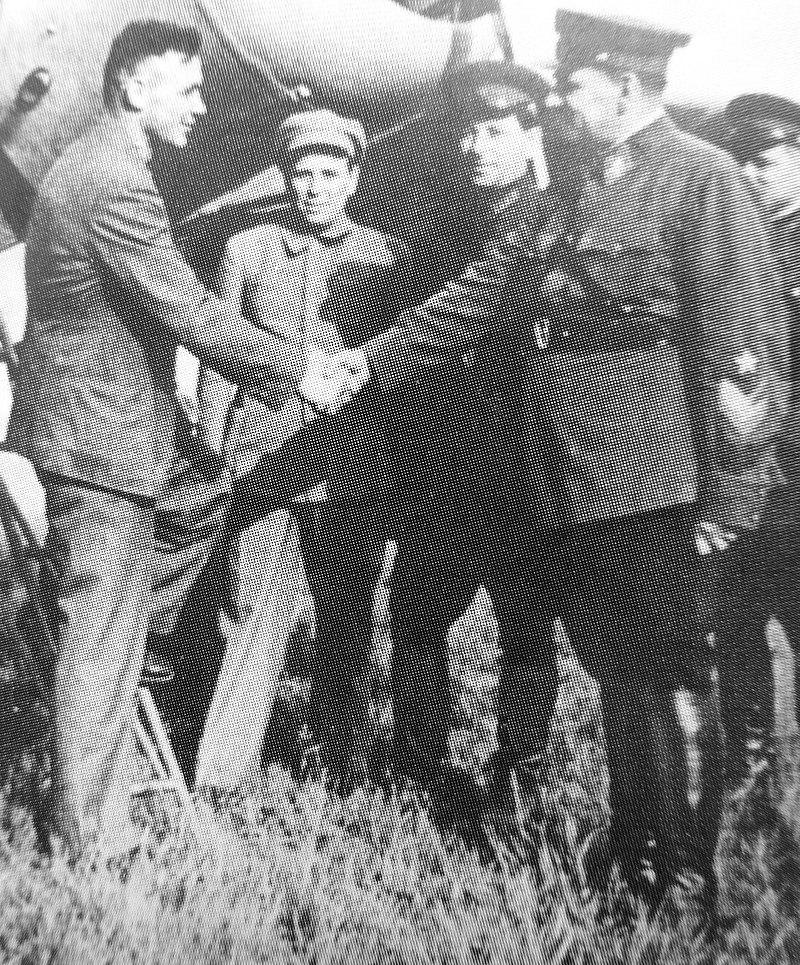 Владимир Коккинаки (слева) и Василий Блюхер, 1938.
