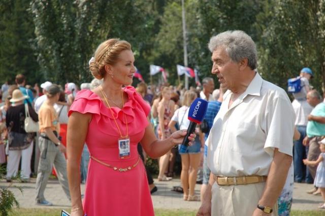 Журналистка брала интервью у многих видных политиков, культурных деятелей, учёных.
