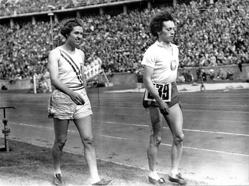 Хелен Стивенс и Стелла Валасевич (справа).