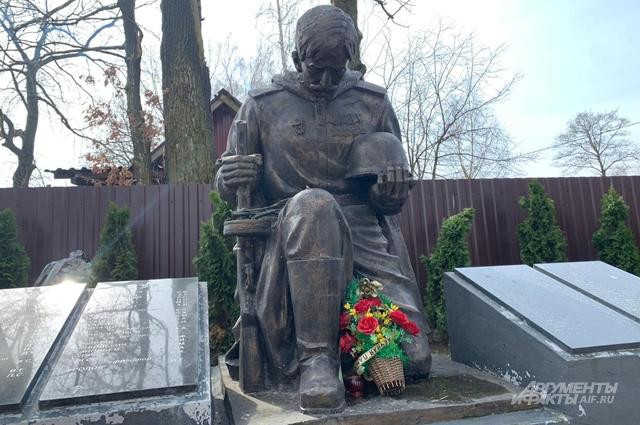 Памятник набратской могиле вПереславском.