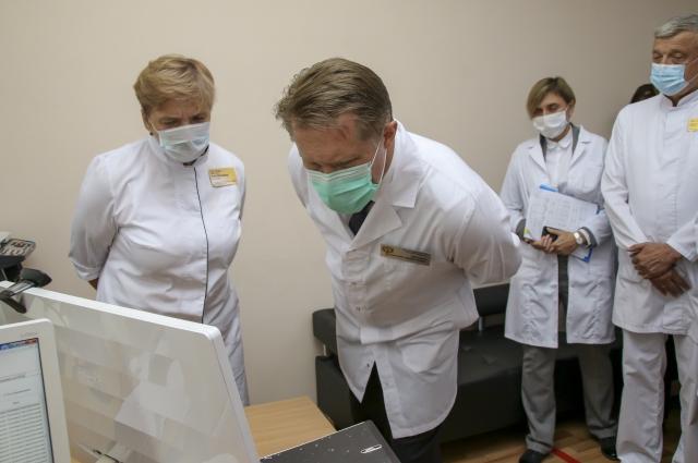 Одной из точек его визита стала барнаульская поликлиника №9, где с пациентами работают по новому проекту дистанционного мониторинга артериального давления