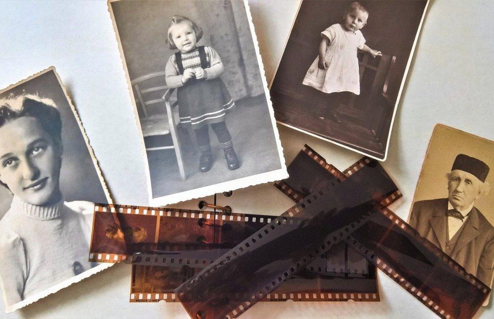 Проявка плёнок и реставрация старых фото - популярные сегодня услуги.