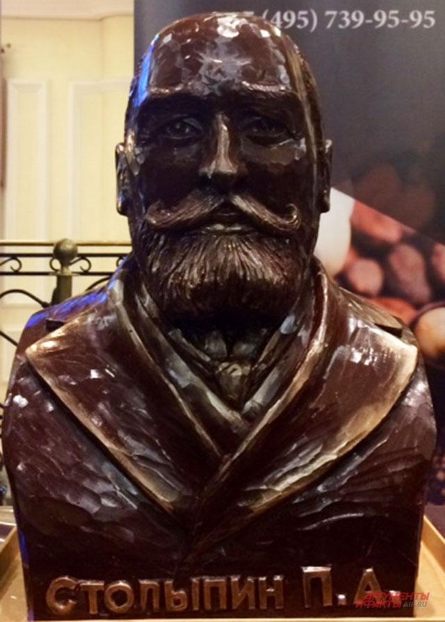 Шоколадный бюст Столыпина весом 15 кг.