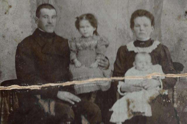 Яков Налимов с семьёй.