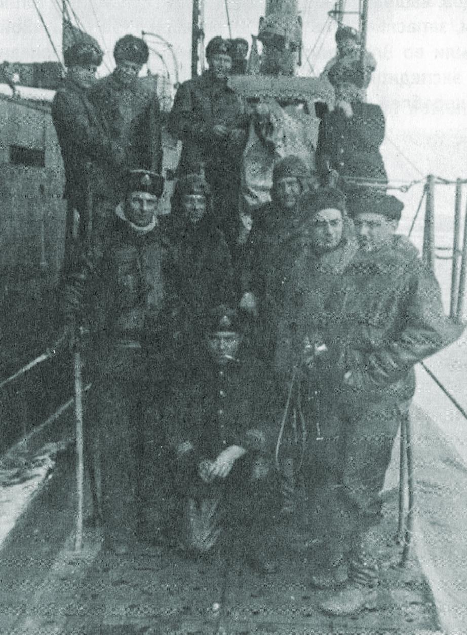 Измаил Зайдулин и другие участники экспедиции особого назначения.