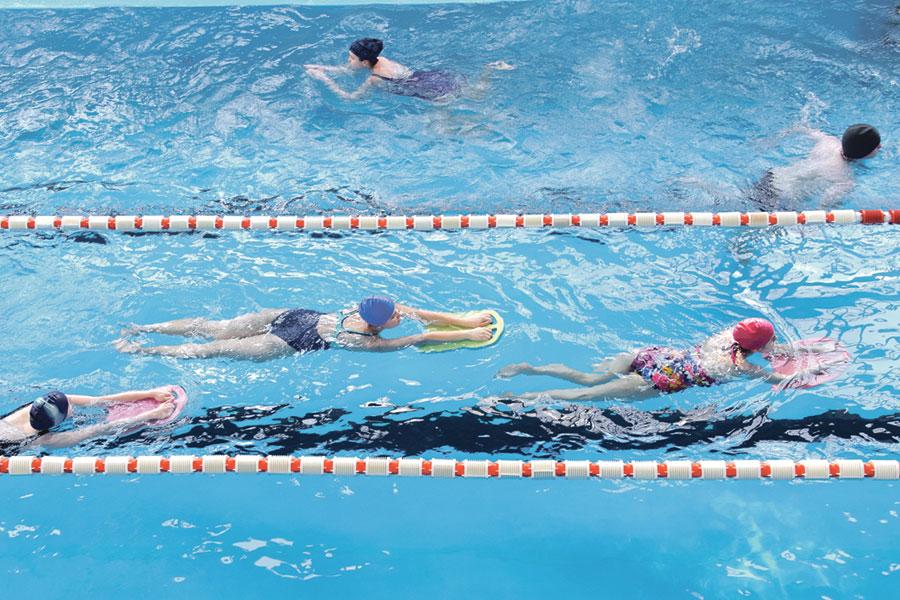 В спортивно-оздоровительном комплексе «Академический» проходят занятия физкультурой.